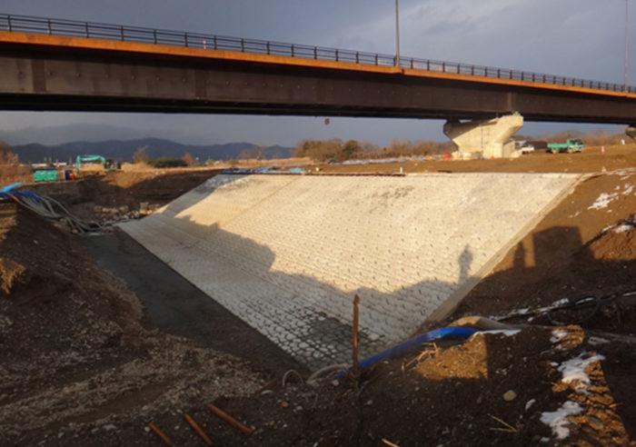 (国)482号鶴岡道路右岸低水護岸工事 工事後